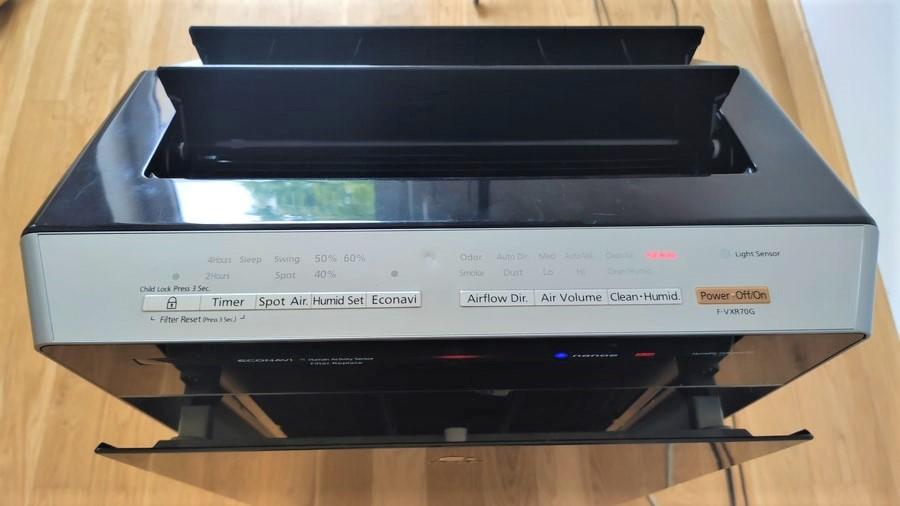 Panasonic F-VXR70G górny panel sterowania i żaluzje oscylacyjne