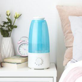 Nawilżacz powietrza przy łóżku