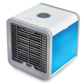 Klimatyzer powietrza Arctic Cooler Rovus podświetlony na niebiesko.