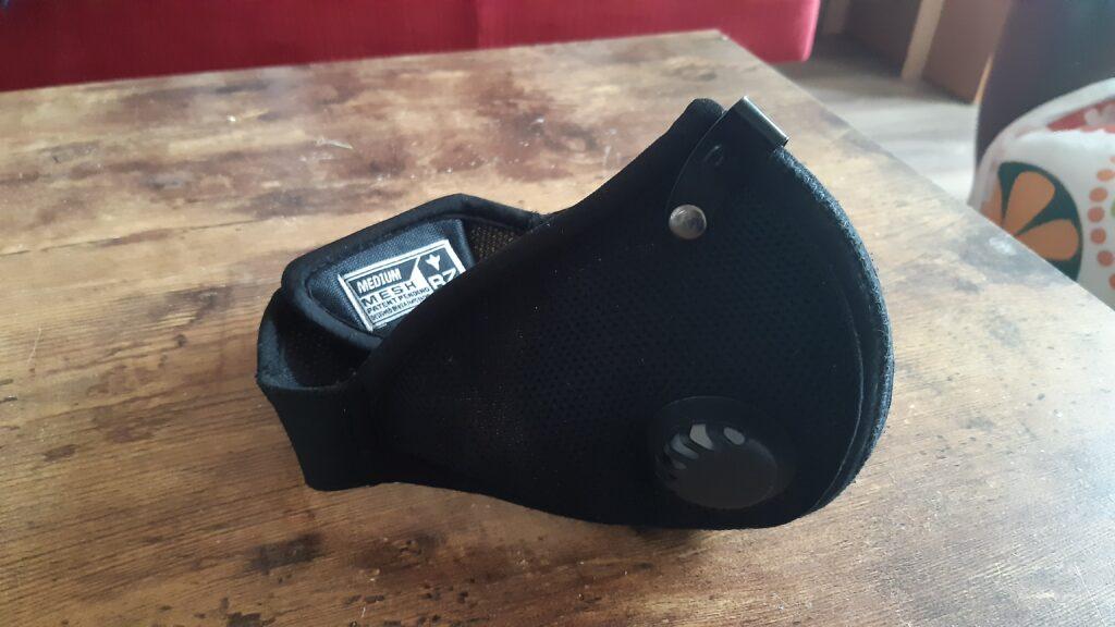 Maska antysmogowa RZ Mask M2 z zewnątrz