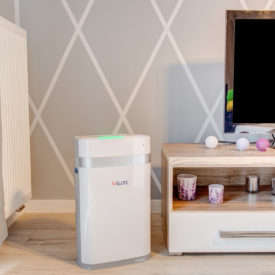 Oczyszczacz powietrza Welltec APH225 w pokoju.