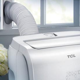 Klimatyzator przenośny TCL TAC-09CPB/H zamontowany w pomieszczeniu