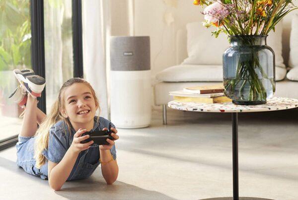 Oczyszczacz powietrza Philips AC4236/10 w salonie