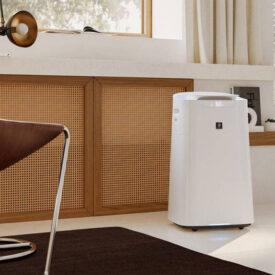 Oczyszczacz powietrza Sharp UA-KIL60E-W w pokoju