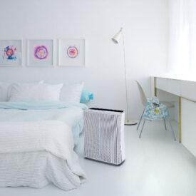 stadler form roger w pokoju przy łóżku