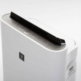 panel z przyciskami na oczyszczaczu powietrza Sharp