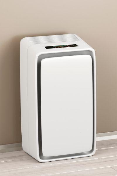 Kondensacyjny osuszacz powietrza w pokoju