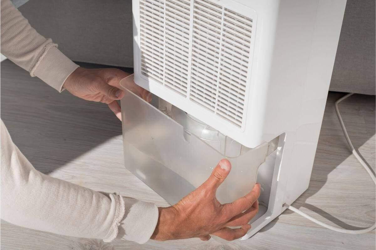 Kondensacyjny osuszacz powietrza - oproznianie zbiornika na wodę